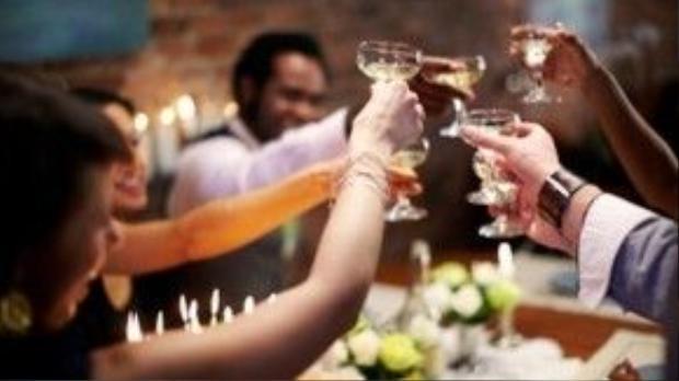 Nhiệm vụ của PG nhậu thuê là góp vui cho buổi tiệc, cao hơn là chuốc say đối tác của khách hàng của mình. Ảnh minh họa