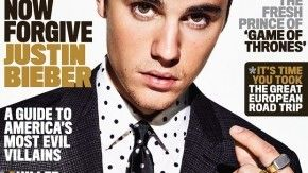 """Trên trang bìa GQ ấn phẩm mới nhất, Justin Bieber gây bất ngờ khi đóng bộ suit, để râu lởm chởm, biểu cảm như một quý ông trẻ. Đây là diện mạo """"trang trọng"""" hiếm thấy ở nam ca sĩ 21 tuổi. Bộ suit mà Justin diện thuộc thiết kế của Burberry có giá 2870 USD."""