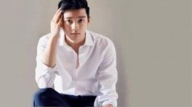 Chris Khoa Nguyễn là người gốc Việt đầu tiên nhận lời mời cộng tác từ thương hiệu Abercrombie và Banana Republic.