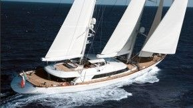 Có thể vừa đi chơi, vừa làm việc, tiếp khách trên du thuyền, lại kết hợp với thể thao và du lịch.