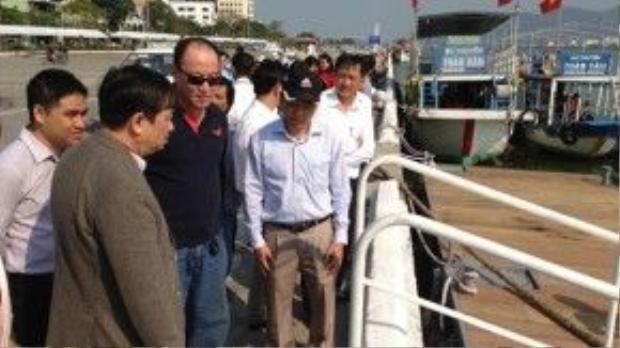 Ngày 12/2, Chủ tịch UBND TP.Đà Nẵng Huỳnh Đức Thơ và Phó chủ tịch UBND thành phố Đặng Việt Dũng (thứ nhất và thứ hai từ trái sang) đã khảo sát Cảng sông Hàn, đường Bạch Đằng, nơi các thuyền buồm sẽ cập bến.
