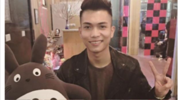 Trong những ngày Tết, nam ca sĩ không quên dành thời gian cho fan và người hâm mộ tại Hà Nội. Trong ảnh là những món quà lì xì mà nam ca sĩ nhận được từ FC.
