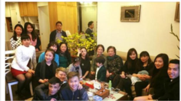 Nữ ca sĩ cũng chia sẻ hình ảnh cả nhà sum tụ trong ngày Tết.