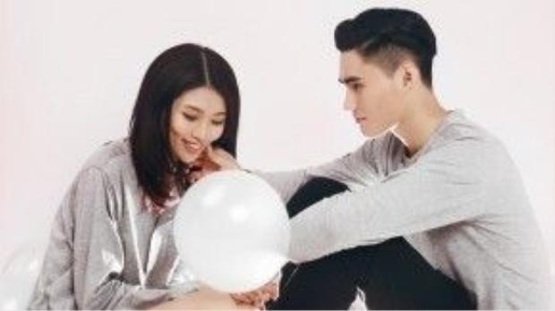 Chia sẻ về kế hoạch cho đêm Valentine, Quỳnh Châu cho biết do bận công việc nên cả hai chỉ hẹn hò nhau đi ăn uống và bên cạnh nhau trong ngày đặc biệt này.