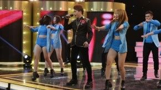 Hoàng Thịnh được cho là sai lầm khi chọn nhạc remix để thể hiện Kiếp ve sầu trong phần thi đằng sau ô cửa.