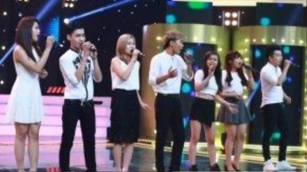 Các thí sinh thuộc vòng loại cũng góp mặt, hòa giọng cùng với chương trình.