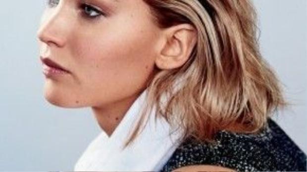 Không thể phủ nhận Jennifer ngoài việc sở hữu thân hình bốc lửa còn hớp hồn người xem bởi gương mặt hoàn hảo.