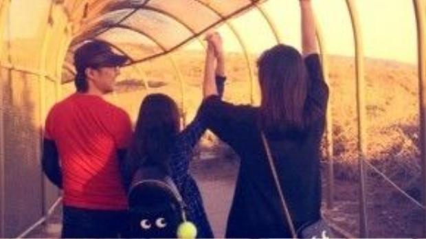 Tử Di đang sống cùng Uông Phong, con gái của cô và con riêng rocker nổi tiếng.