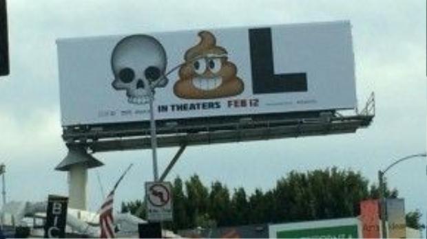 """Tấm banner đơn giản và thông minh nhất bao gồm hình đầu lâu, cục phân và chữ L, tượng trưng cho từ """"Dead. Poo. L""""."""
