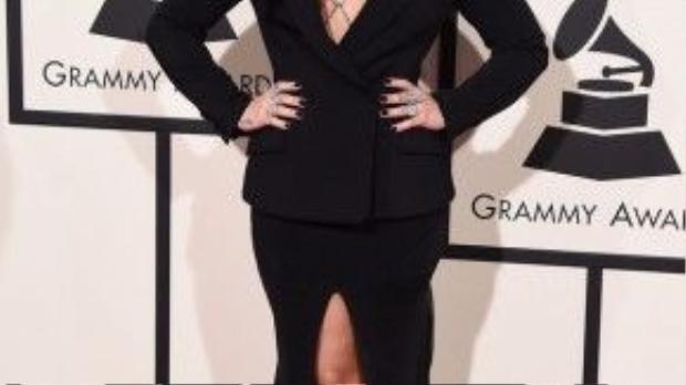 Son nude tông trầm mang lại cho Demi Lovato một sắc diện hoàn hảo của người phụ nữ trưởng thành.