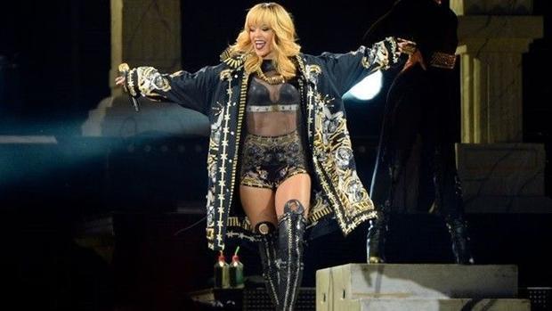 Rihanna bất ngờ hủy diễn ở Grammy vào phút chót