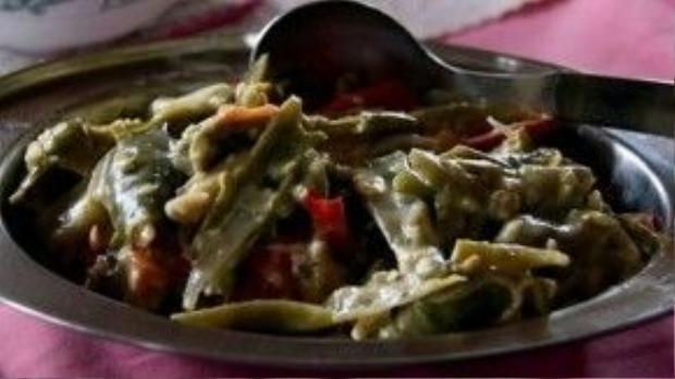 Món ăn truyền thống của đất nước này có tên gọi Datse, một hỗn hợp giữa ớt và pho mát. Ảnh: Vnexpress