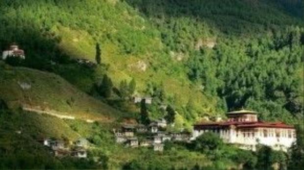 Những thiền viện, pháo đài cổ kính nằm sâu trong những thung lũng xanh mướt ở Bhutan là nét đẹp hấp dẫn khách du lịch ở xứ sở tách biệt với nền văn minh nhân loại này.