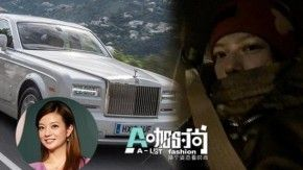 Triệu Vy cũng dẫn đầu trong Top những sao nữ có nhiều xe sang. Cô được coi là nữ thần xe cộ khi có hai chiếc BMW, một Audi A6 và sau đó mua thêm hai chiếc Rolls Royce để tiện đi lại ở Hong Kong.