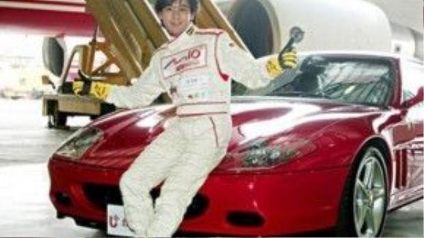 Lâm Chí Dĩnh: Từ khi sở hữu chiếc xe đua Ferrari F430 đầu tiên vào năm 23 tuổi, Lâm Chí Dĩnh đã yêu thích nhãn hiệu này một cách cuồng nhiệt, sau đó anh còn sắm thêm chiếc Ferrari 458. Năm 30 tuổi, anh hợp tác với người bạn thân thành lập công ty tư vấn đua xe ở Chu Hải - Trung Quốc.