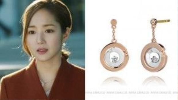 Bông tai hiệu Golden dew Giá: 530,000 won (~ 9.9 triệu đồng)
