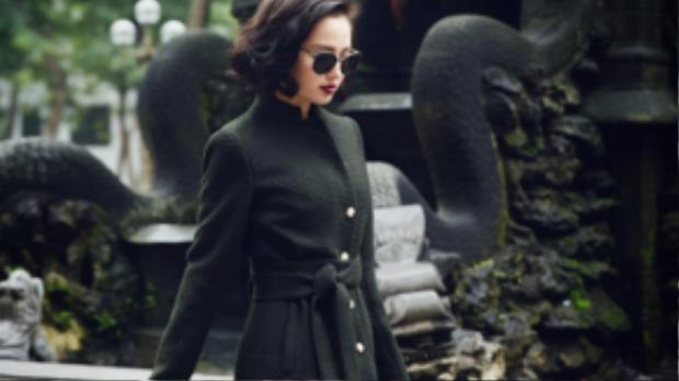 Từ thời trang Thu Đông đến Xuân Hè đều được Tâm Tít lăng xê nhiệt tình với tông đen huyền bí.