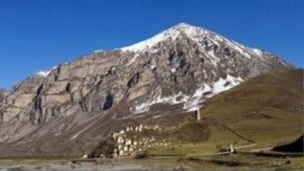 Khung cảnh hoang vắng và khô cằn của ngọn núi. Ảnh: wiki