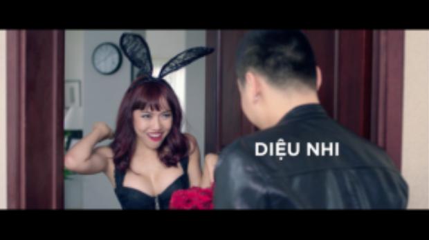 """Trong khi Việt Hương luôn """"kín cổng cao tường"""", thì Diệu Nhi được dịp sexy hết cỡ."""