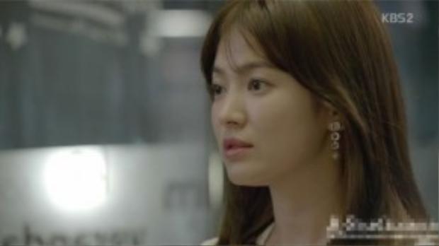 Không một cảnh quay nào trong phim mà chúng ta thấy tai của cô bác sĩ xinh đẹp để trống.