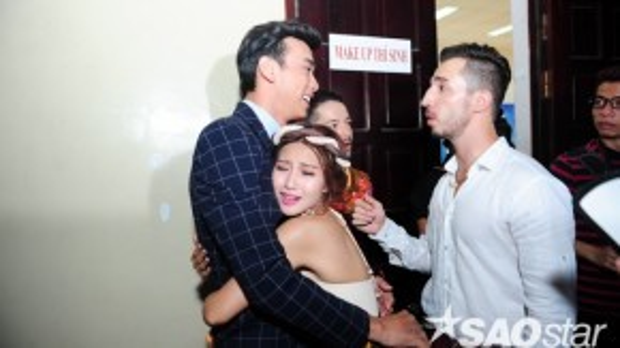 Thuận Nguyễn nhận được rất nhiều tình cảm của các thí sinh , đặc biệt là Khả Ngân. Cô nàng ôm chầm lấy Thuận Nguyễn khi bất ngờ gặp lại anh.