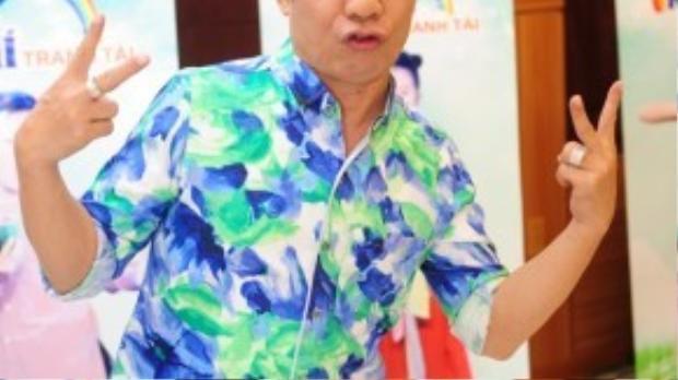 Nghệ sĩ Minh Nhi diện trang phục khá nổi bật.