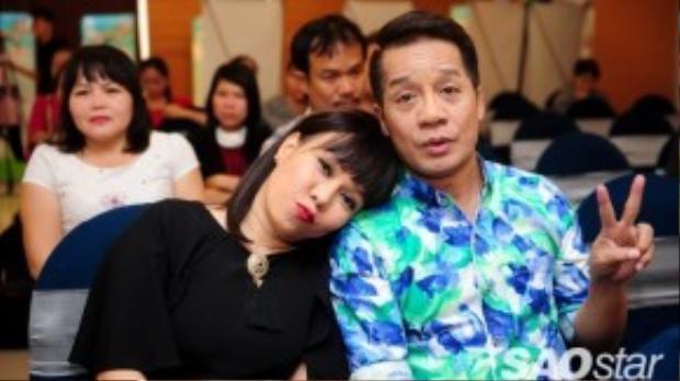 Việt Hương và Minh Nhí thân thiết khi gặp lại nhau.
