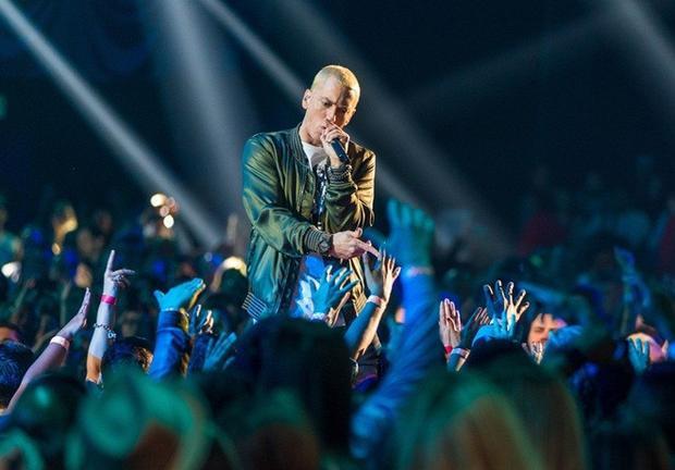 Eminem tái sinh đứa con The Slim Shade LP sau 17 năm phát hành