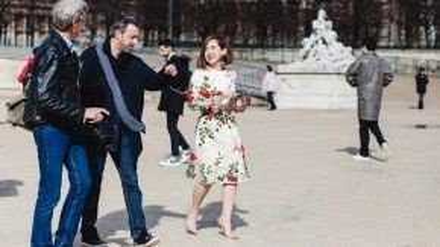 """Người đẹp chia sẻ, """"Góp mặt tại Tuần lễ Thời Trang Paris, Trâm mặc nhiều trang phục của NTK Việt, Trâm cảm thấy rất tự hào vì trang phục của mình được các nhiếp ảnh nước ngoài yêu thích, họ liên tục ghi lại những khoảnh khắc của Trâm trên đường phố Paris""""."""