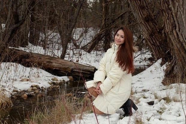 Lương Bích Hữu vui đùa trong tuyết trắng ở trời Tây