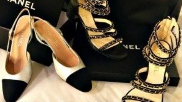 Cô khoe những item vừa sở hữu từ thương hiệu Chanel. Mọi người đoán rằng Thanh Hằng chắc chắn sẽ sử dụng những đôi sandal cực chất này cho streetstyle ngày hè sắp tới.
