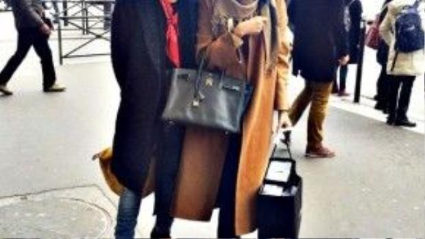 Thanh Hằng tung tăng shopping những món đồ mới nhất từ thương hiệu Chanel cùng chàng stylist điển trai Hoàng Ku.