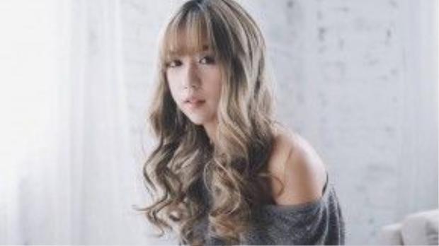 Vừa thay đổi màu tóc không lâu, nữ ca sĩ cũng rất đầu tư trong việc make up sao cho phù hợp.