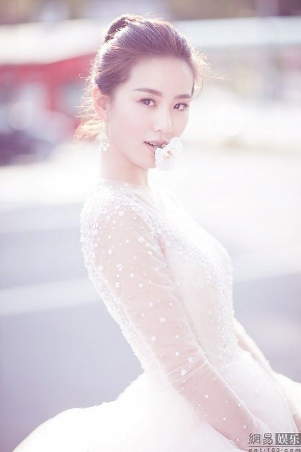 Ngô Kỳ Long  Lưu Thi Thi tung ảnh cưới, khoe thư tình ngọt ngào