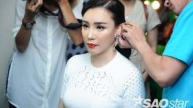 Với Hồ Quỳnh Hương, nữ ca sĩ tiết lộ mình sẽ lựa chọn những thí sinh có cả hai yếu tố thanh, sắc. Tuy nhiên với những giọng hát ấn tượng thì sẽ lại là một vấn đề khác.