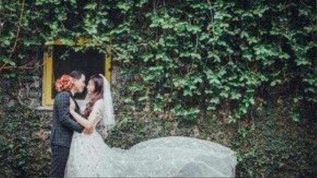 Một trong những tấm ảnh mà Lê Minh mặc váy cưới.