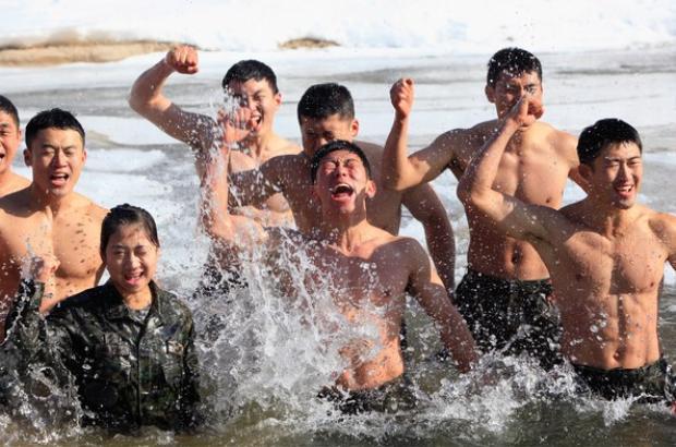 Xịt máu mũi trước các quân nhân ngang ngửa Yoo Shi Jin Hậu duệ mặt trời