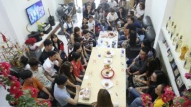 Nữ ca sĩ đưa người hâm mộ 3 miền về nhà riêng vào dịp tết âm lịch 2016.