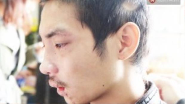 Anh Vũ khóc khi tìm thấy người thân sau 2 ngày thất lạc.