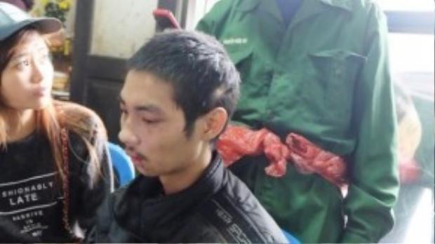 Chàng trai tội nghiệp đã phải trải qua 2 ngày đói khát vì không có cách liên lạc tìm lại cha mình.