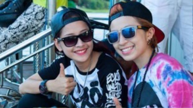 Cặp đôi cá tính nhất của showbiz Việt thường xuyên selfie phong cách giống nhau.