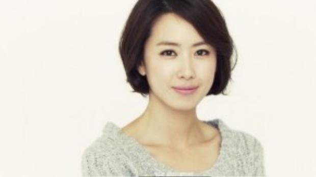Sau Yu Aoi, mẫu phụ nữ mà đại úy của Hậu duệ mặt trời yêu thích là diễn viên đàn chị Hong Eun Hee.