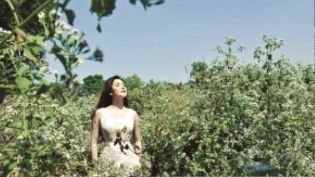 Một Hồ Quỳnh Hương thanh khiết và trong trẻo trong album tuyển tập những bài hát Bolero kinh điển nhất.