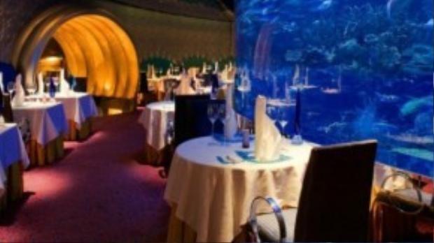 Nhà hàng cao cấpgiữa lòng đại dương luôn mời gọi du khách.