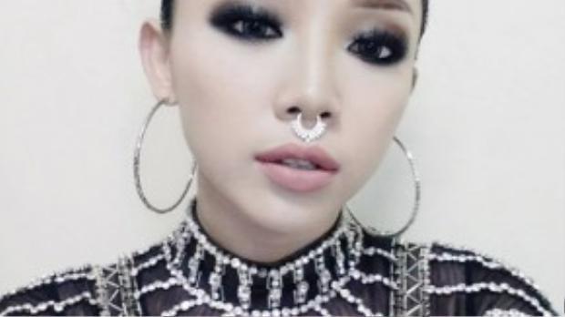 Phong cách tóc nhiều chỏm cá tính không ai dám thử ngoài Tóc Tiên.