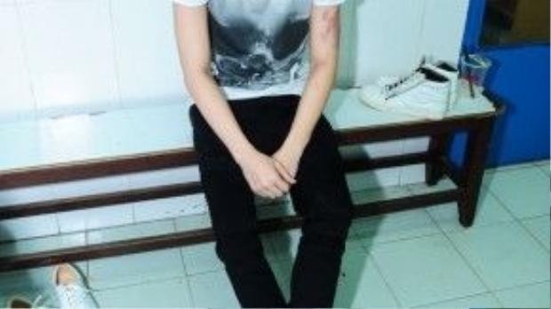 Vẫn như thường lệ, Noo Phước Thịnh xuất hiện ở phòng tập khá muộn với gương mặt khá mệt mỏi căng thẳng.