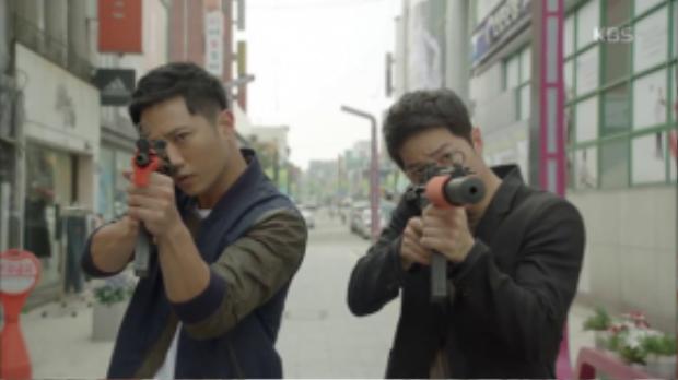 Shi Jin và Dae Young hợp tácbắt trộm
