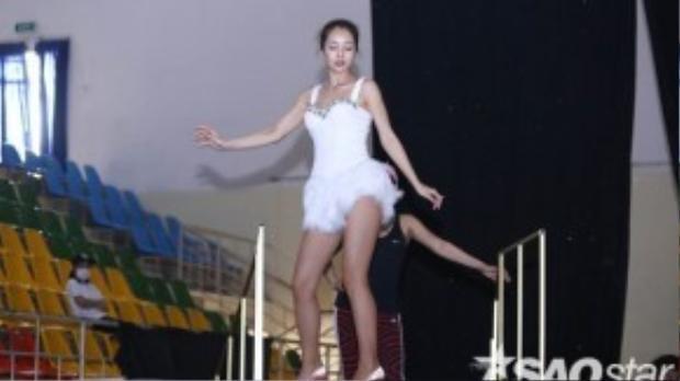 Jennifer Phạm tiếp tục lột xác và mạo hiểm với hình tượng mới.