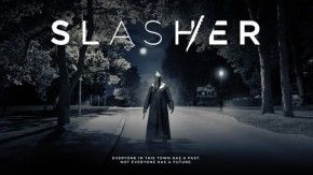 'Bóng ma' đồ tể màu đen từng ám ảnh thị trấn Waterbury năm 1988, nay tiếp tục trở lại trong 'Slasher'.