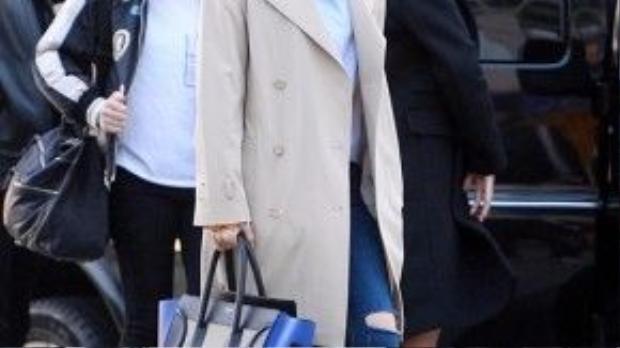 Cô nàng Eunjung xinh đẹp với bộ cánh lịch sự, rất phù hợp với thời tiết se lạnh của Việt Nam ở thời điểm hiện tại
